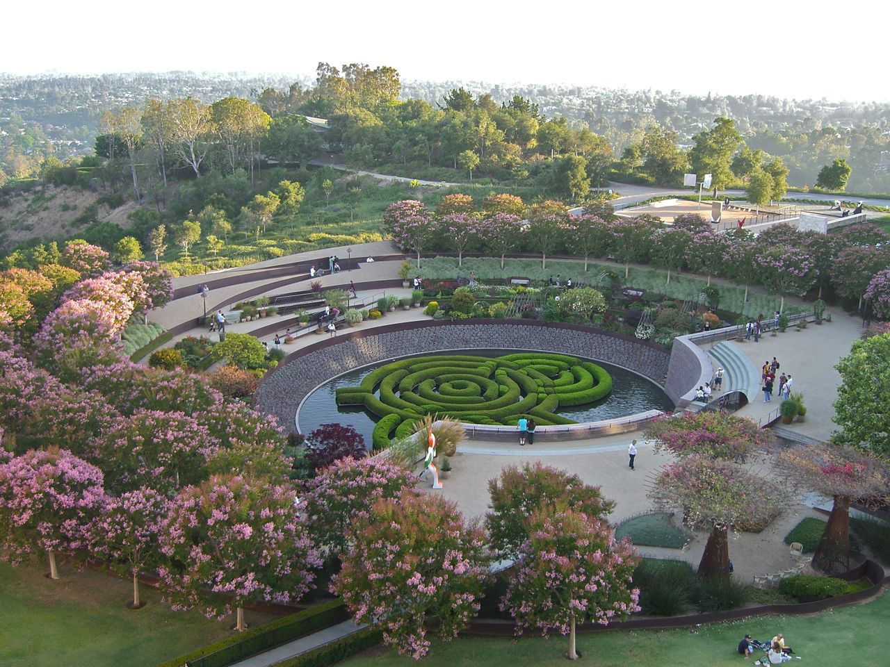 Summer blooms at the getty center los angeles for Creation gardens