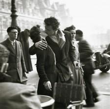 Robert Doisneau 1950 silver print La Baiser (The Kiss) Hotel de Ville, Paris